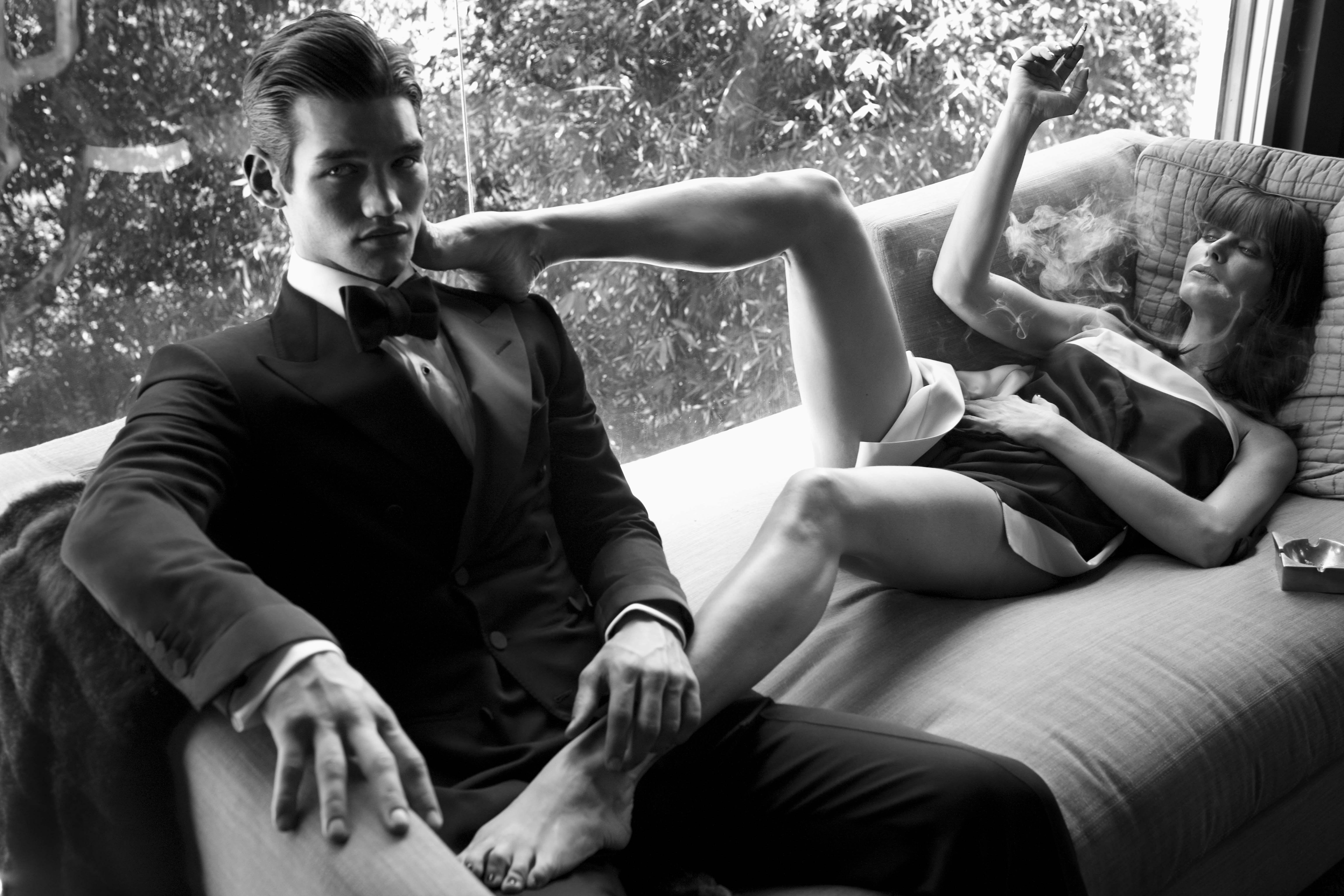 Целует жене ноги, Муж целует ноги жене, которую ебет любовник - смотрите 6 фотография
